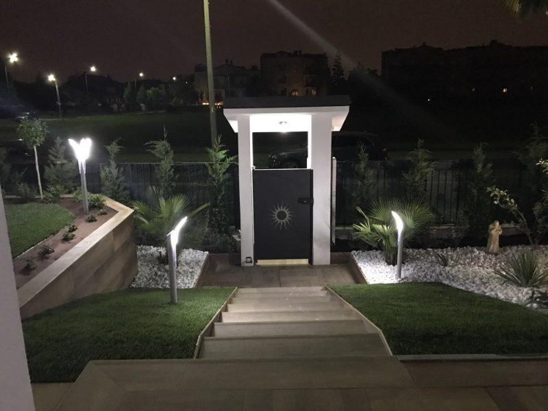 Idee di illuminazione esterna con lampioni da giardino led